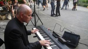 Maestro Guillermo Vaisman on keyboard.